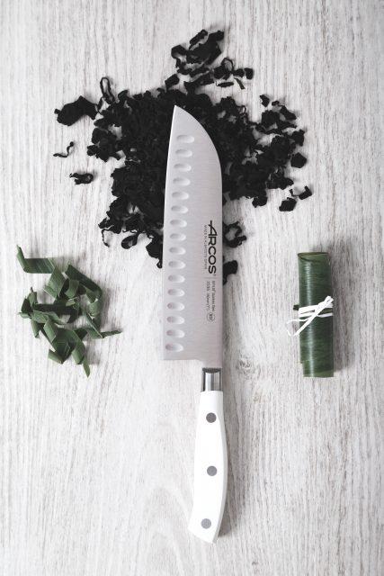 סכין סנטוקו מחוזקת עם שקעים Rivera