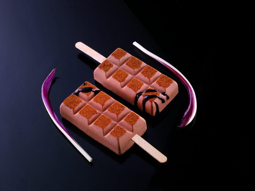 סט תבניות ומקלות להכנת טבליות שוקולד 4 שקעים